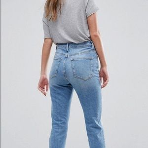 Ripped Hi-waisted skinny jeans